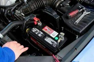 Cómo escoger la batería correcta para el auto